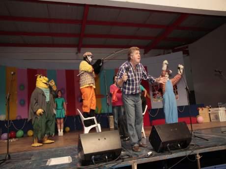 Cachureos present show ante una casa del deportista for Casa de musica temuco