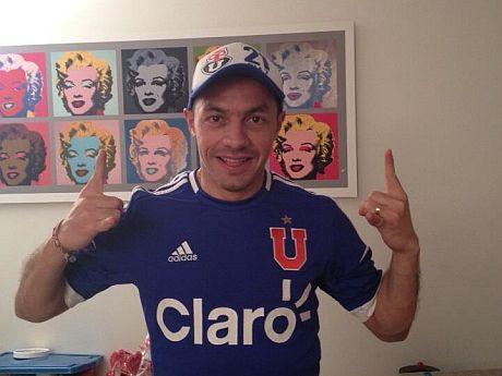 La Universidad de Chile le ganó por 2,1 a Newells Old Boys y quedó puntera del grupo 7 de la Copa Libertadores. Y uno de los hinchas insignes que siguió a