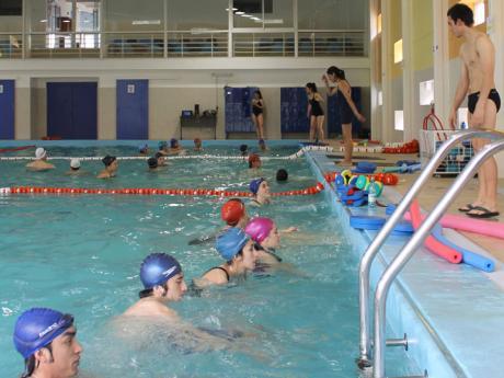 abri sus puertas la piscina chinquihue de la universidad