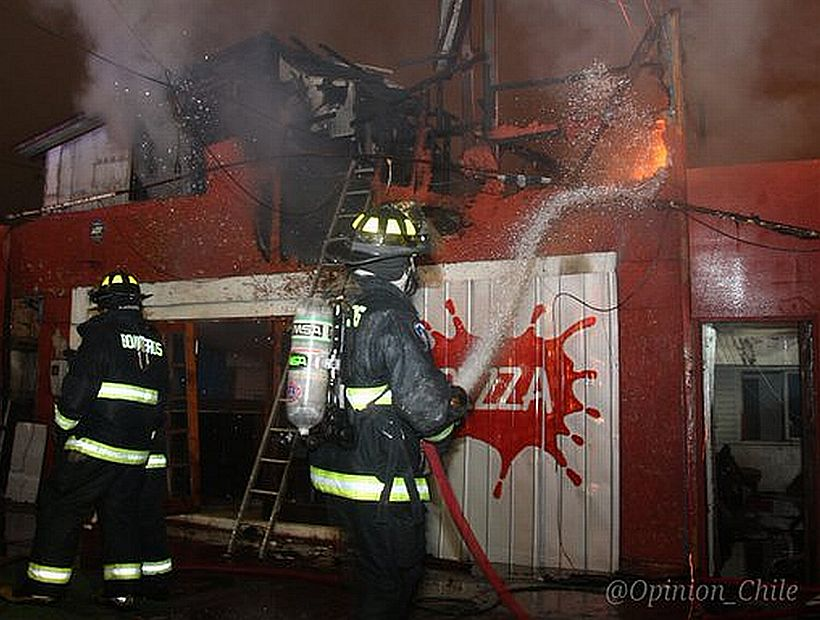 "Un incendio quemó por completo el local ""Aló Pizza"" de San Antonio ..."