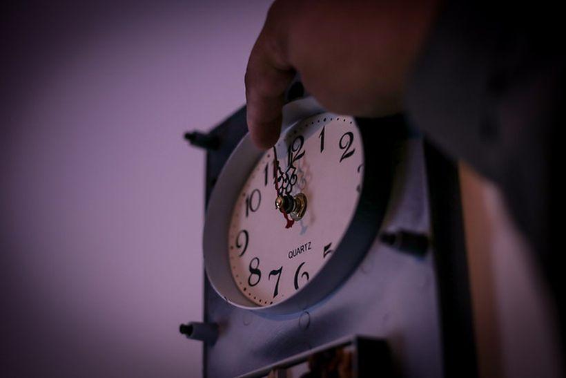 Mañana se atrasarán los relojes una hora, menos en Magallanes