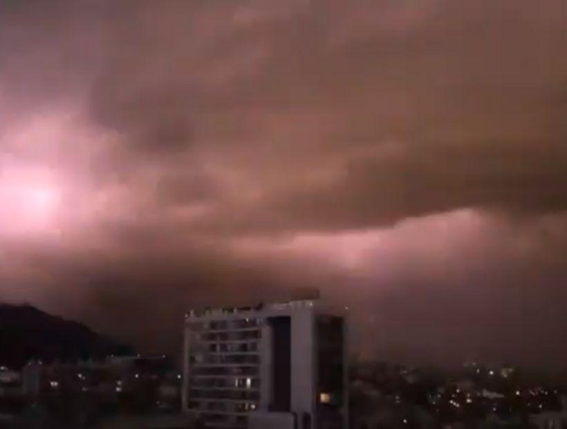 Granizos y tormenta eléctrica sorprendieron en la Región Metropolitana