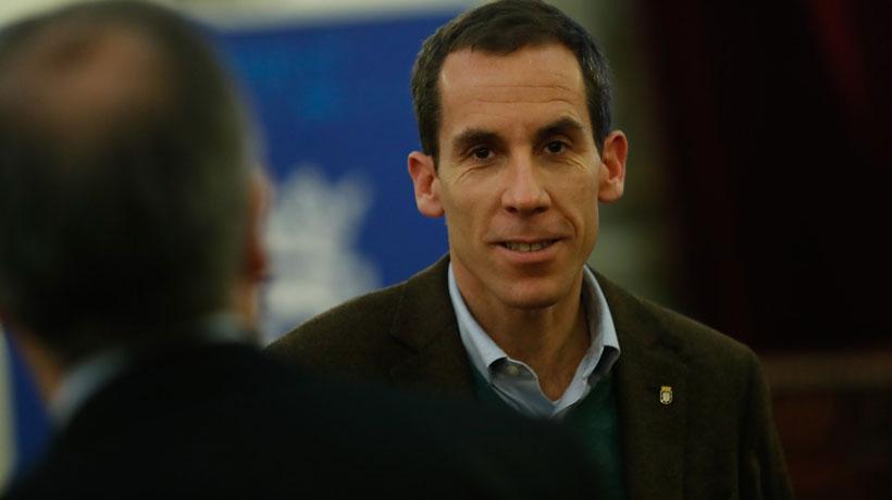 Alcalde de Santiago y retoma del Instituto: