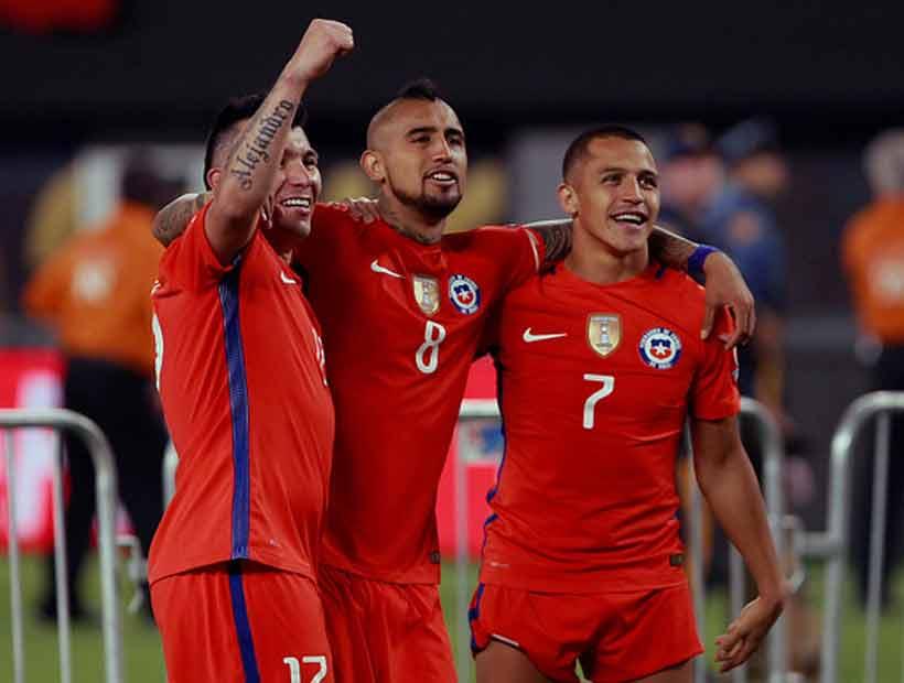Vidal, Sánchez y Medel demandarían a Kramer por uso de imagen
