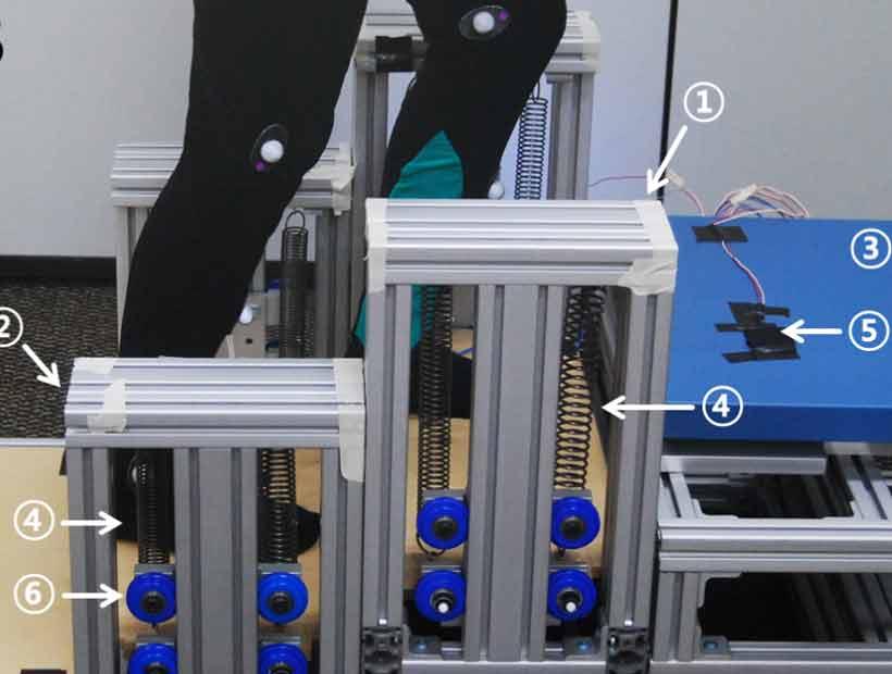 Un dispositivo almacena la energía de bajar escaleras para ayudar a subirlas