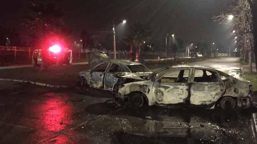 Quemaron tres vehículos tras intento de robo en Huechuraba