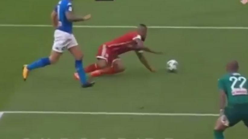 El divertido y grosero fallo de Vidal en el partido del Bayern con el Napoli