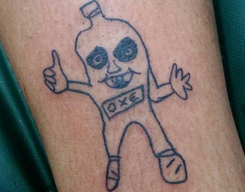 Brasileña que hace tatuajes feos y sin calidad se volvió todo un fenómeno en redes sociales