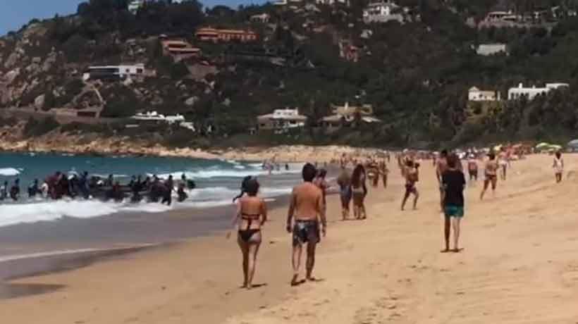 Decenas de migrantes desembarcaron en playa española ante la sorpresa de bañistas