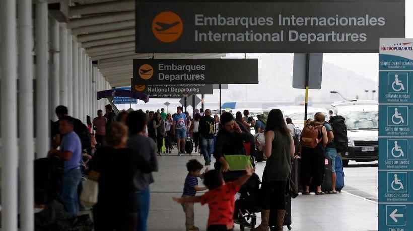 Una mujer intentó viajar rumbo a Inglaterra con el pasaporte de una amiga: es lanza internacional
