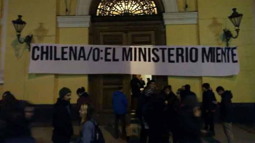Alumnos de la U. de Chile se tomaron la Casa Central en rechazo a la ley de Universidades Estatales