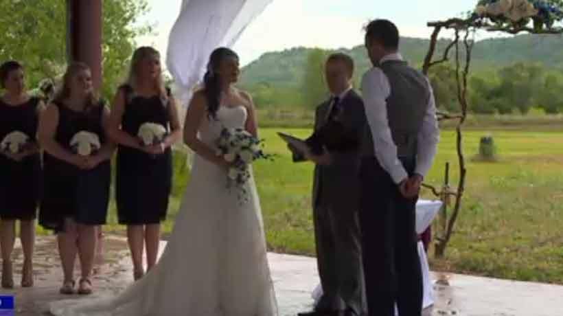 Pareja se casó en medio del eclipse