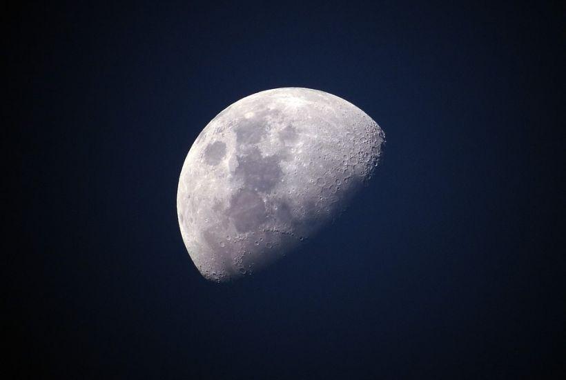 El interior de la Luna es probablemente muy seco