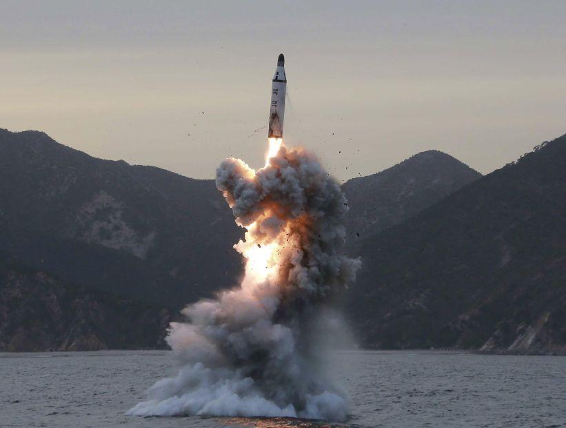 Corea del Norte lanzó un misil que pasó por sobre territorio japonés