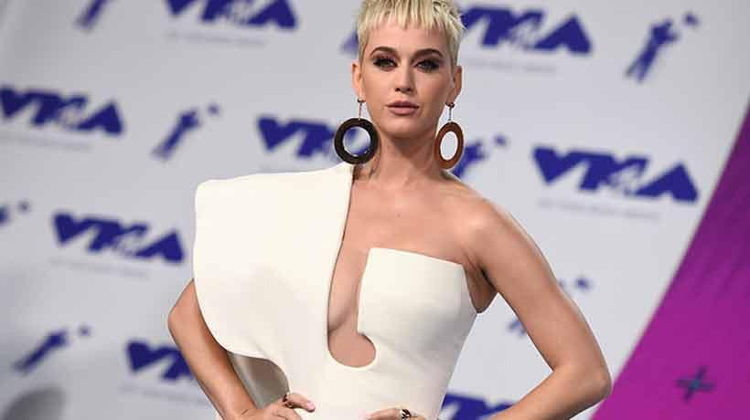 Joven perdió un dedo y demandó a Katy Perry