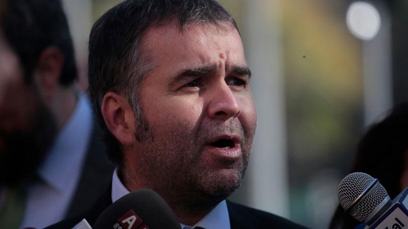 Gobierno se querelló por amenazas e intento de atropello contra el seremi de Transportes