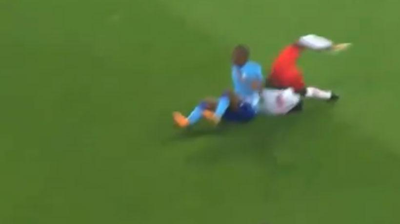 [VIDEO] Jugador del Salzburgo casi se desnuca tras impactante caída