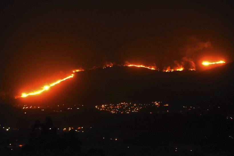 Al menos 39 muertos en oleada de incendios en España y Portugal