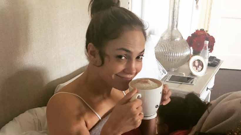 Así luce Jennifer Lopez recién levantada