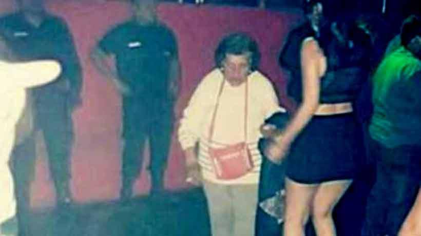 Abuela indignada sacó a su nieta de una disco para que se haga cargo de su hijo