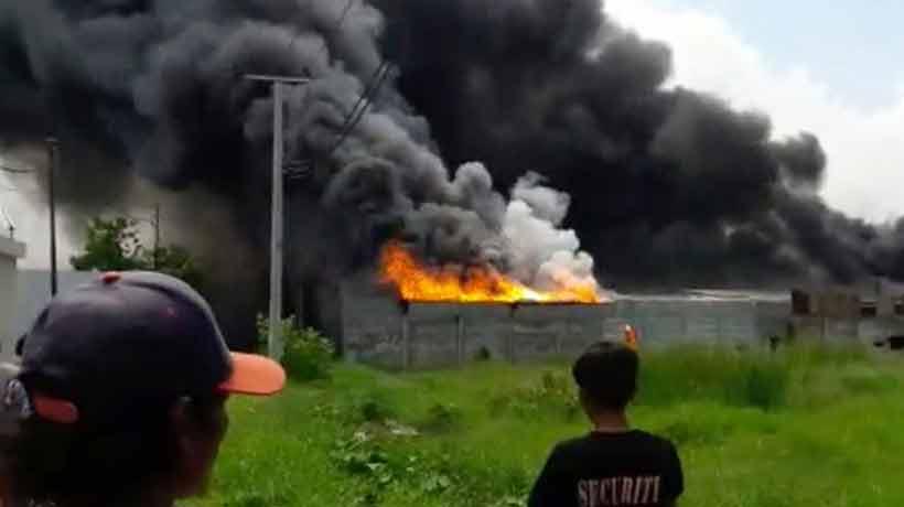 Un incendio en una fábrica de pirotecnia dejó al menos 47 muertos en Indonesia