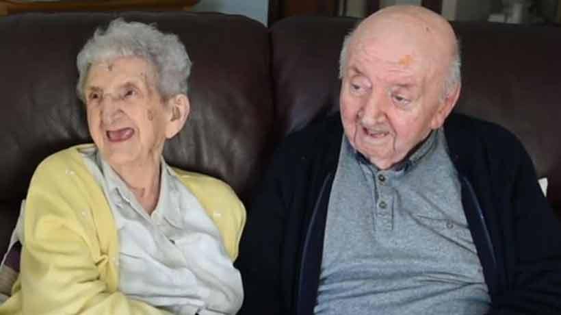 Mamá se mudó a asilo para cuidar a su hijo de 80 años