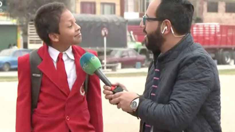Un niño abandonó una entrevista para no llegar tarde al colegio