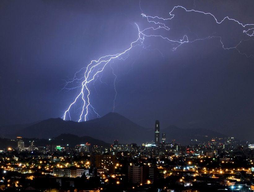 Meteorología emitió aviso por tormentas eléctricas en la Región Metropolitana