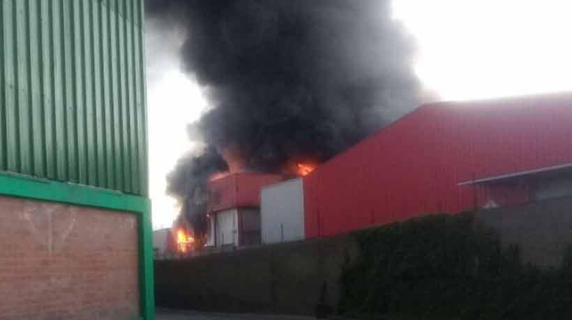 Un incendio afectó a una empresa de alimentos en Maipú