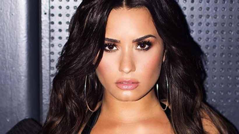 Demi Lovato enciende las redes con sensual escote