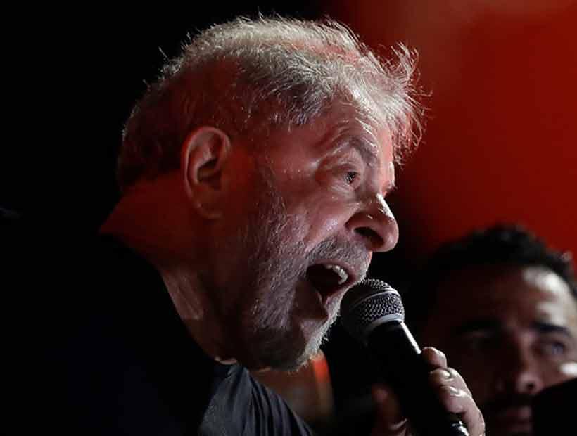 Lula entregó su pasaporte después que se le prohibió salir de Brasil