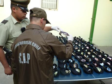610b0ae545b2e SIP de Puerto Montt detiene a dos sujetos por venta de lentes de sol ...