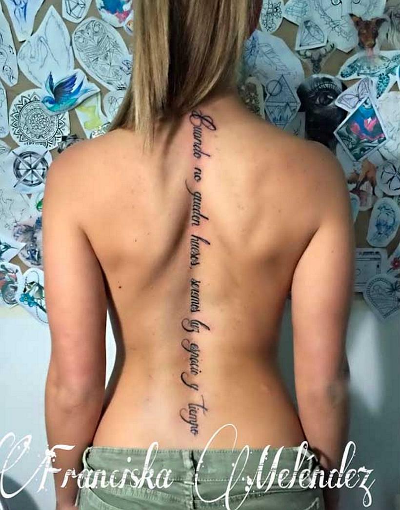 El Tatuaje En La Espalda De Gala Que Provocó Opiniones Divididas