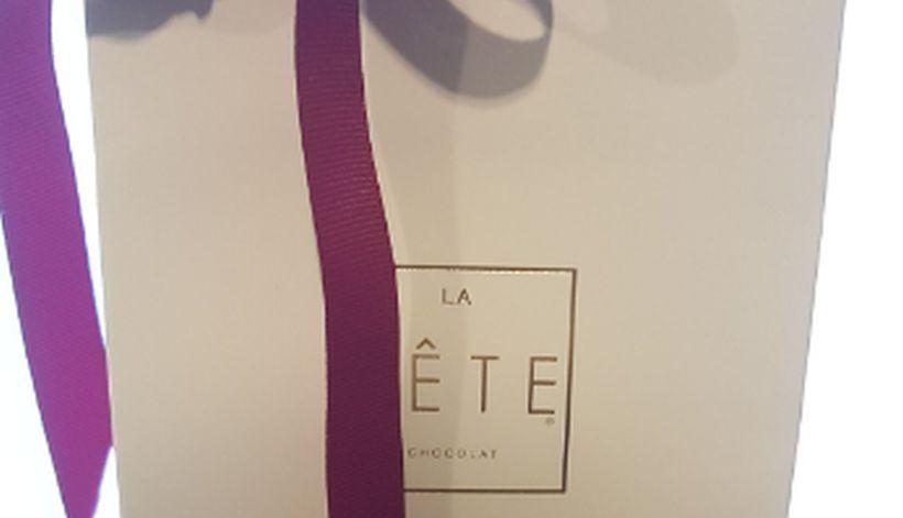 b65b4b5d0 En marco del Día Internacional de la Mujer, ayer el diputado RN Jorge Durán  regaló chocolates a sus colegas mujeres. El regalo consistía en una bolsa  con ...