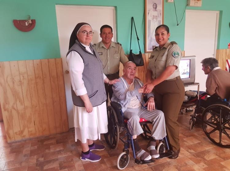 """29cbdddb60 FOTOS] Carabineros realizó visita a hogar de ancianos """"Mi hogar"""" de ..."""
